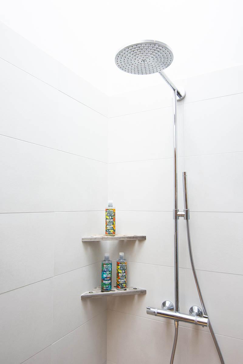 Bathroom shelves made of fishing box by Noah Bygg & Snick