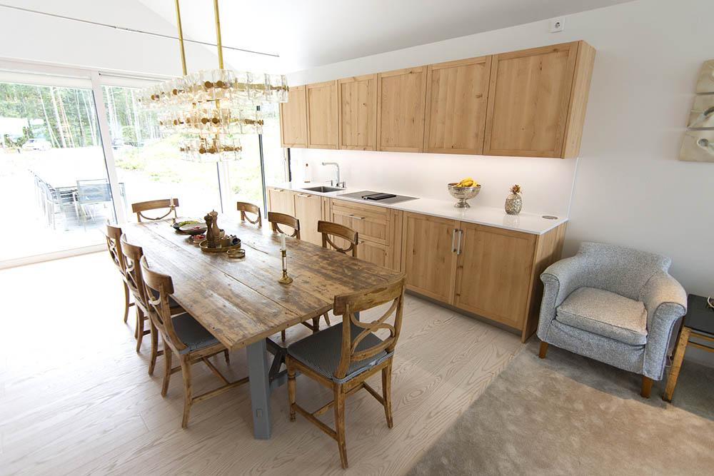 Custom made kitchen furniture by Noah Möller